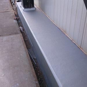 De eerste laag aluminium verf aangebracht